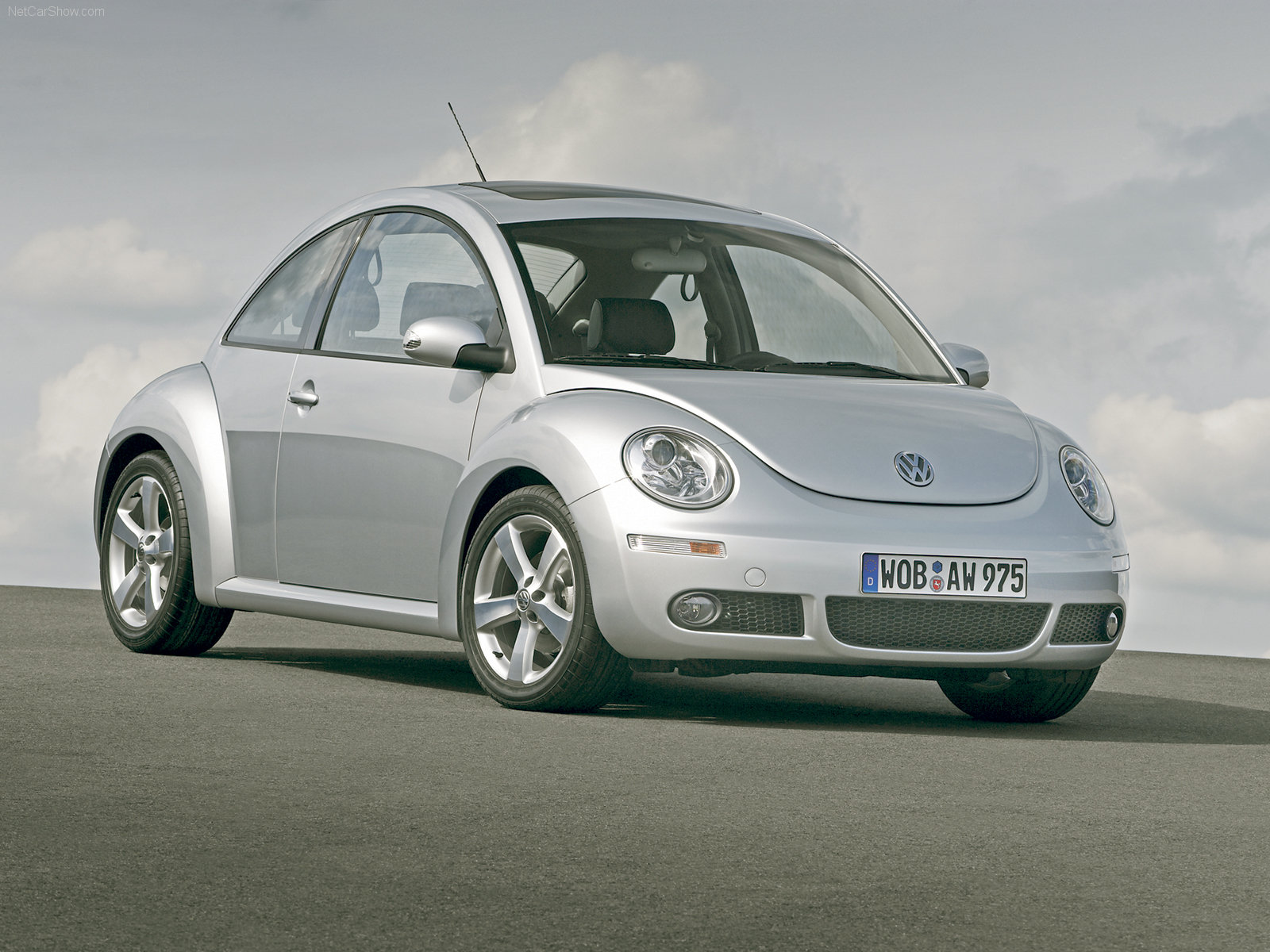 Volkswagen-New_Beetle_2005_1600x1200_wallpaper_01